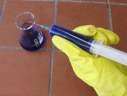 Weit Spritzen gefahren beim umgang mit spritzen organisch chemisches
